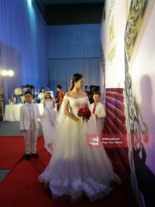 Cô dâu Khánh Linh xinh đẹp như công chúa trong hôn lễ. - Tin sao Viet - Tin tuc sao Viet - Scandal sao Viet - Tin tuc cua Sao - Tin cua Sao