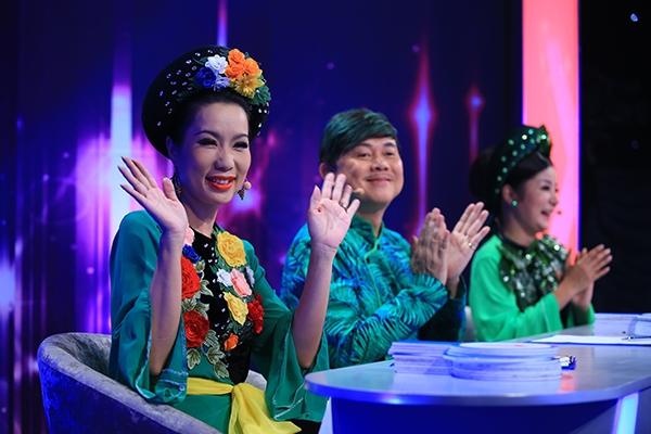 Giám khảo khách mời Trịnh Kim Chi cũng góp vui khi cho rằng Gia Bảo cũng từng tiếp cận mình. Trước đó, Chí Tài -Thúy Nga đem đến nhiều tiếng cười cho khán giả khi vào vai cây cau, lá trầu đầy hài hước.