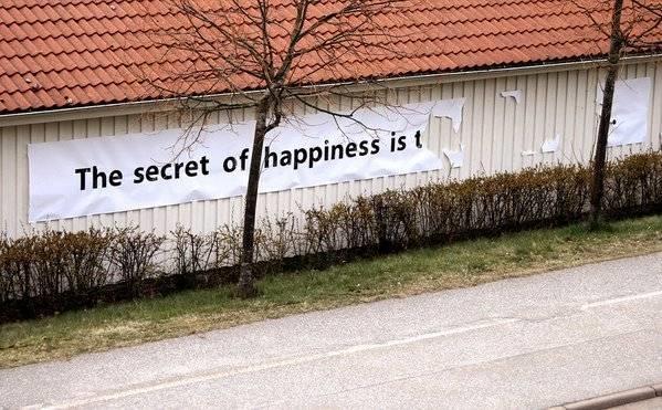 Khao khát lớn nhất của con người là hạnh phúc, nhưng bí mật để có được hạnh phúc... mãi mãi là bí mật.
