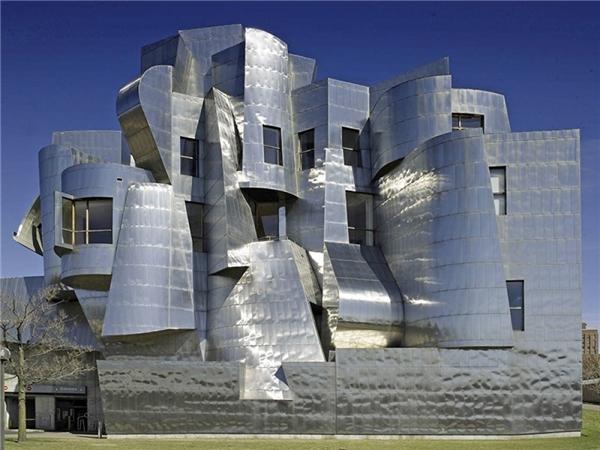 Bảo tàng nghệ thuậtFrederick R. Weisman thuộc khuôn viên trường đại học Minnesota ở Minneapolis, Hoa Kỳđược xây dựng phục vụ cho việc giảng dạy vào năm 1934.