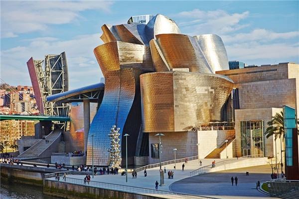 Guggenheim là mộtbảo tàng nghệ thuật hiện đại và đương đạinằm ở Bilbao, Xứ Basque, Tây Ban Nha.