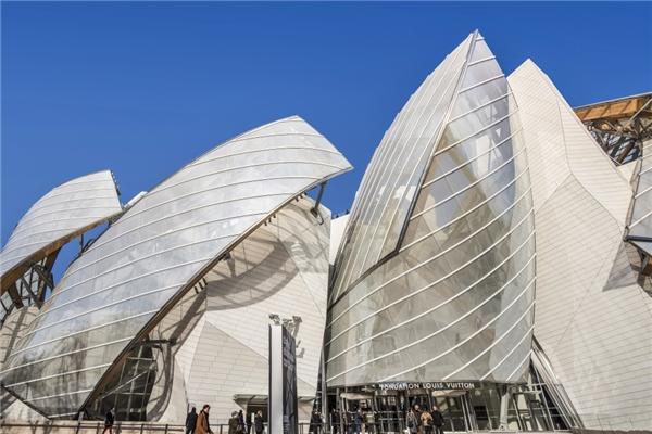 Đây là trung tâm văn hóa và nghệ thuật tại có tênFondation Louis VuittonParis, do tập đoàn Louis Vuitton thành lập và được xây dựng từ năm 2008.