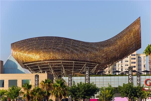 Công trình có hình dạng cá vàng đã được xây dựng từ rất lâu, phục vụ cho OlympicsBarcelona năm 1992.