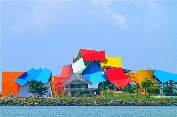 Biomuseo là tên viết tắt củaBiodiversity Museum - mộtbảo tàng đang dạng sinh học tại Panama.