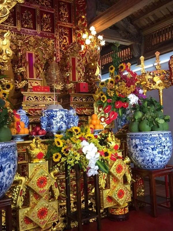 Bàn thờ được nam danh hài trang trí kĩ càng với hoa quả, nến, nhang,... - Tin sao Viet - Tin tuc sao Viet - Scandal sao Viet - Tin tuc cua Sao - Tin cua Sao