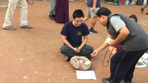 Anh Nguyễn Ngọc Quỳnh và trải nghiệm ăn xin tại Nepal. (Ảnh: internet)