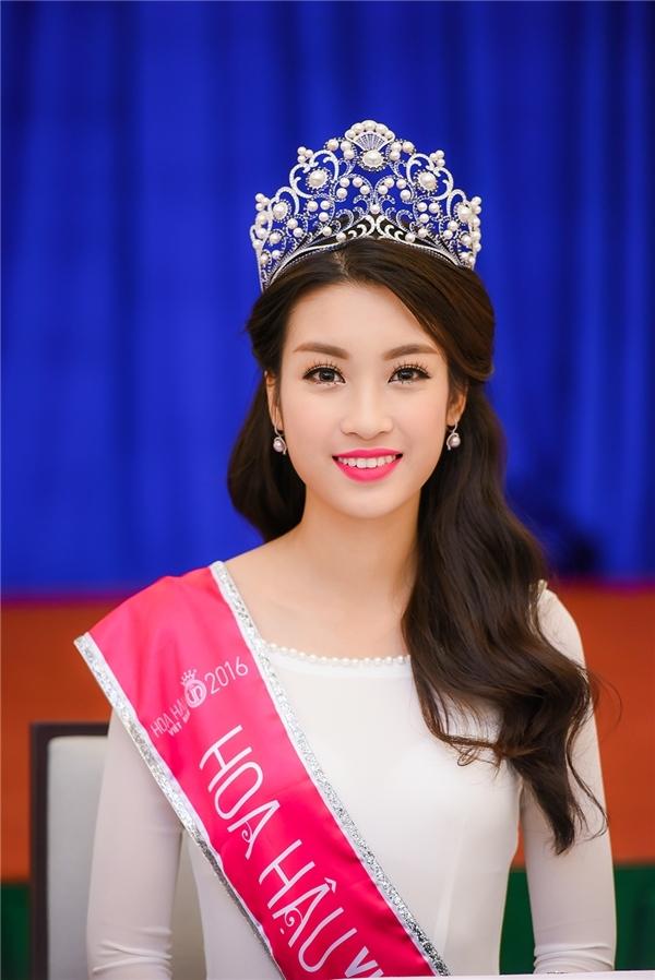 Sau khi đăng quang Hoa hậu Việt Nam 2016, Đỗ Mỹ Linh bị nghi ngờ đã qua phẫu thuật thẩm mỹ cắt nứu. Tuy nhiên, qua xác nhận từ gia đình Hoa hậu Việt Nam 2016 cũng như ban tổ chức từ các kì kiểm tra nhân trắc học thì thông tin trên không đúng.