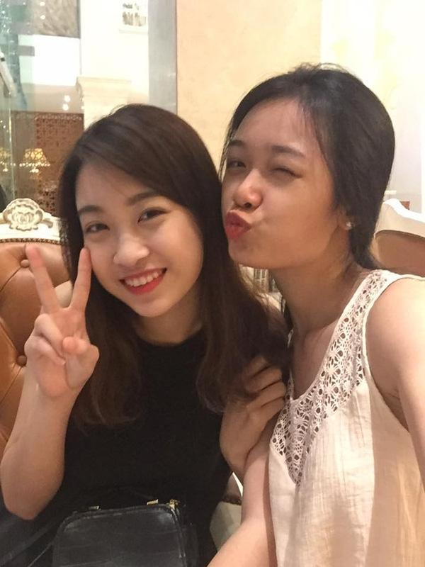 Hiện tại, Mỹ Linh vẫn có hàm răng không mấy đẹp, khi cười tươi, phần nứu lộ rõ. Chính vì thế, Hoa hậu Việt Nam 2016 chỉ chọn biện pháp cười nhoẻn miệng nhẹ nhàng để trông duyên dáng và không bị lộ khuyết điểm.