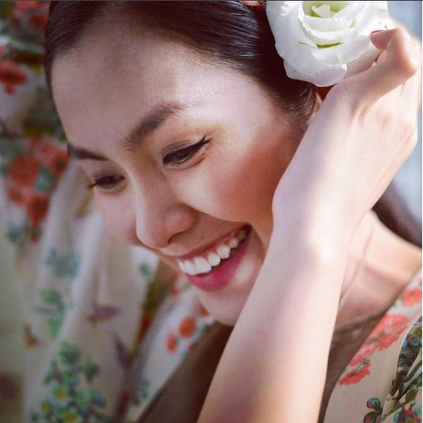 Những nụ cười hở lợi đẹp hút hồn như Mỹ Linh, Ngọc Trinh