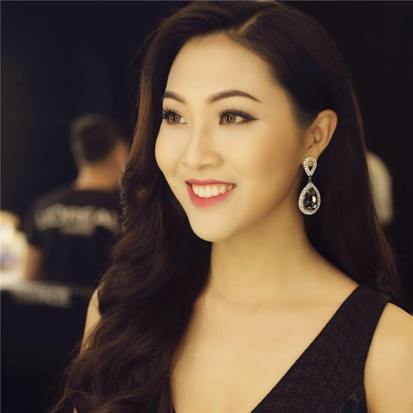 Hoa khôi Áo dài Việt Nam 2016 Diệu Ngọc từng một thời không mấy tự tin về hàm răng của cô. Tuy nhiên, khi biết cách tập luyện cơ mặt, người đẹp gốc Đà Nẵng bắt đầu tự tin hơn mỗi khi cười.