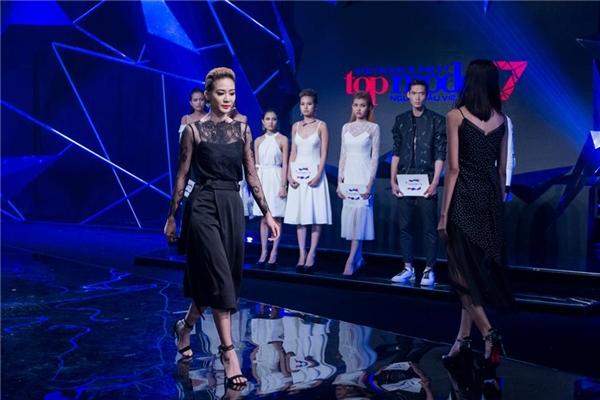 Thí sinh khóc nấc khi Kim Nhã bị loại khỏi Vietnam's Next Top Model