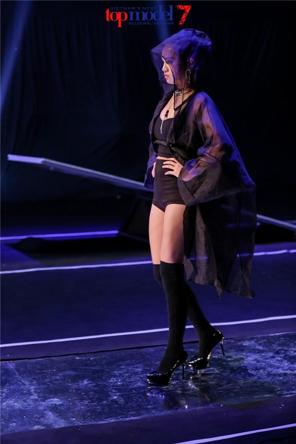 Với màn trình diễn xuất sắc, vượt qua các chướng ngại vật một cách dễ dàng, Thùy Trâm đã giành chiến thắng. Đây cũng là cô gái gây tranh cãi nhiều nhất từ đầu mùa giải thứ 7 của Vietnam's Next Top Model.