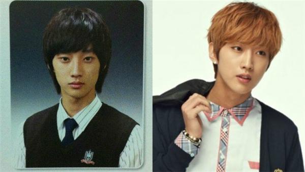 """So với hình ảnh trong quá khứ, Jinyoung (B1A4) hầu như không có nhiều thay đổi trên gương mặt. Vẫn là những đường nét thư sinh, hiền lành, đúng chất """"trai tốt"""" của chàng học giả Kim Yoon Sung vạn người mê trong Mây Họa Ánh Trăng."""