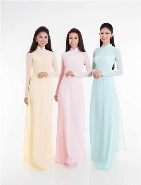 Với sự hỗ trợ từ nhà thiết kế Thuận Việt, Mỹ Linh, Thanh Tú, Thùy Dung đã có những bộ trang phục được chuẩn bị vừa vặn với số đo cơ thể. Dù không có họa tiết nhưng 3 tà áo vẫn tạo được ấn tượng mạnh bởi sự mềm mại đến từ chất liệu voan lụa.