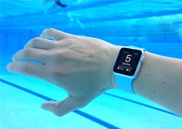 Apple Watch cũng có khả năng chống nước. (Ảnh: internet)