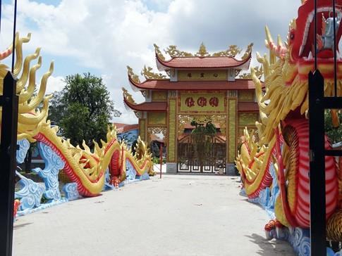 Hé lộ kiến trúc ấn tượng bên trong nhà thờ Tổ nghiệp của Hoài Linh - Tin sao Viet - Tin tuc sao Viet - Scandal sao Viet - Tin tuc cua Sao - Tin cua Sao