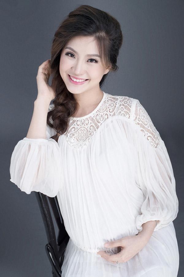 """Năm 2014, Á hậu 2 Nguyễn Lâm Diễm Trang là cô gái được xướng tên cho danh hiệu """"Người đẹp khả ái"""". Gương mặt Diễm Trang không quá sắc sảo nhưng ưa nhìn và dễ tạo thiện cảm. Hiện tại, cô đã lập gia đình và chuẩn bị chào đón đứa con đầu lòng."""