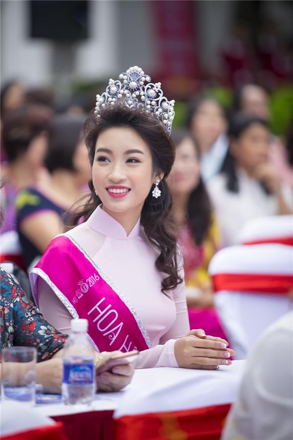 Tân hoa hậu rạng rỡtrong chiếcáo dài màu hồng phấn - Tin sao Viet - Tin tuc sao Viet - Scandal sao Viet - Tin tuc cua Sao - Tin cua Sao