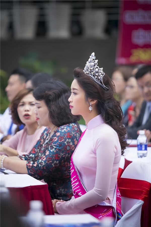 Hoa hậu Đỗ Mỹ Linh không thể xinh hơn trong ngày trở lại giảng đường - Tin sao Viet - Tin tuc sao Viet - Scandal sao Viet - Tin tuc cua Sao - Tin cua Sao