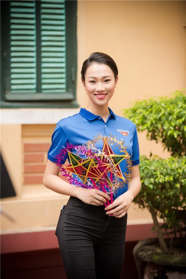 Tham gia buổi hoạt động từ thiện này còn có những người đẹp bước ra từ Hoa hậu Việt Nam 2016 như: Phạm Thủy Tiên, Phùng Bảo Ngọc Vân,….
