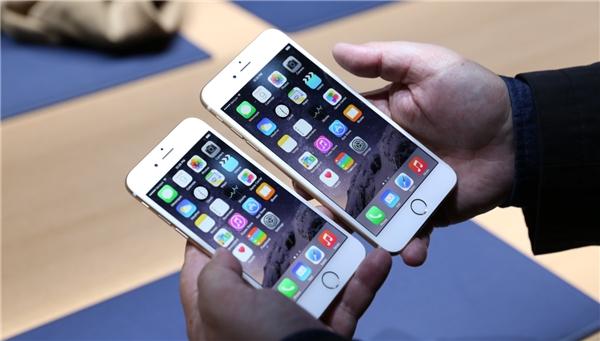 Bộ đôi iPhone 6s/ 6s Plus có tín hiệu cuộc gọi yếu nhất khi sử dụng bằng tay trái so với 26 mẫu smartphone khác. (Ảnh: internet)
