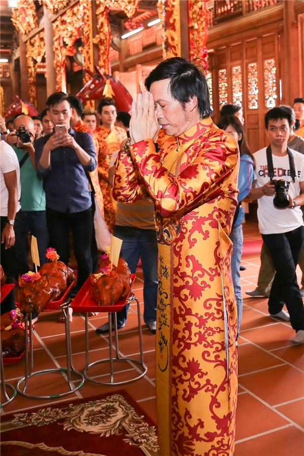 Bố mẹ Hoài Linh đến tham quan đền thờ Tổ hơn 100 tỷ của con trai - Tin sao Viet - Tin tuc sao Viet - Scandal sao Viet - Tin tuc cua Sao - Tin cua Sao