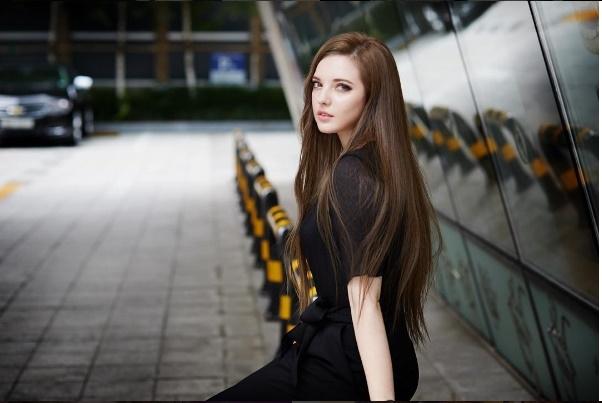 Vẻ đẹp Á - Âu khó cưỡng củaYulechka Don khiến người đối diện không thể rời mắt.