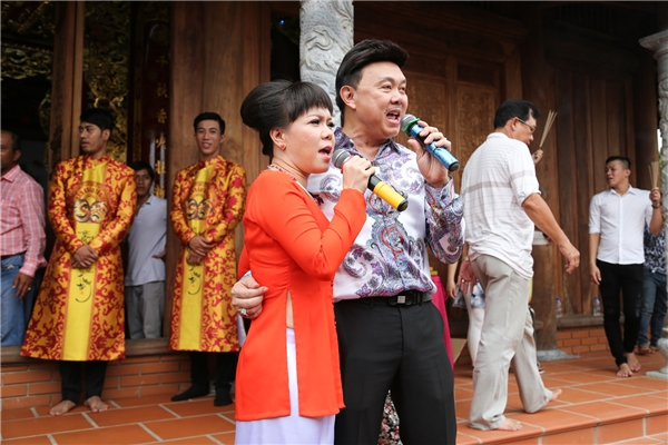 Mặc mưa bão, dàn sao Việt vẫn nườm nượp đến đền thờ Tổ của Hoài Linh - Tin sao Viet - Tin tuc sao Viet - Scandal sao Viet - Tin tuc cua Sao - Tin cua Sao