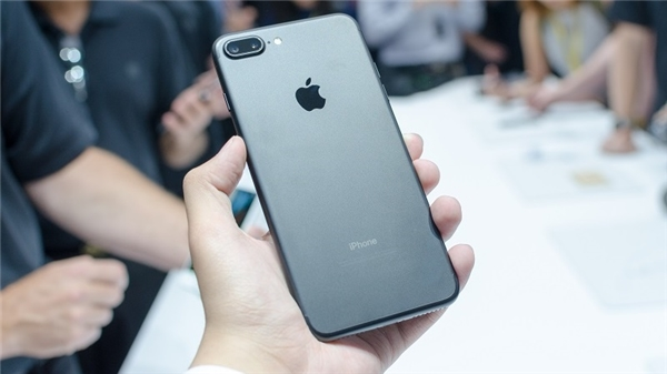 Cụm camera kép trên iPhone 7 Plus. (Ảnh: internet)