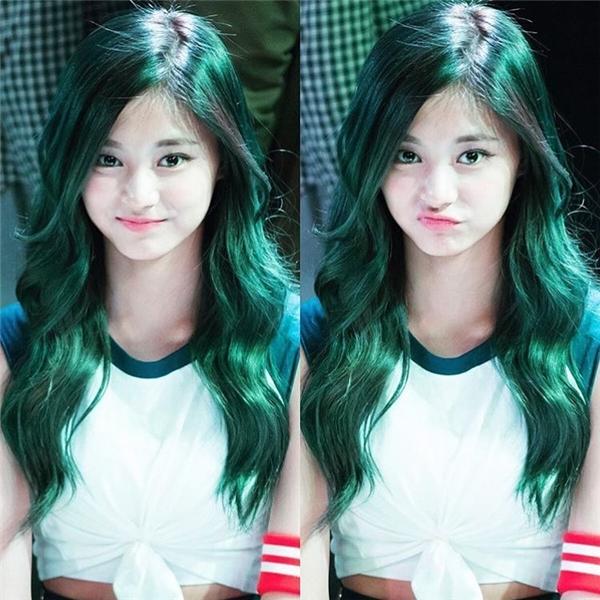 Sau khi tham gia Sixteen, cô nàng đã được chọn làm thành viên trong nhóm nhạc nữ mới của JYP.