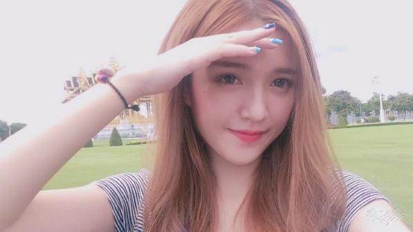 Mỹ Uyên sinh năm 1998 và từng học tại trường THPT Nguyễn Thượng Hiền.