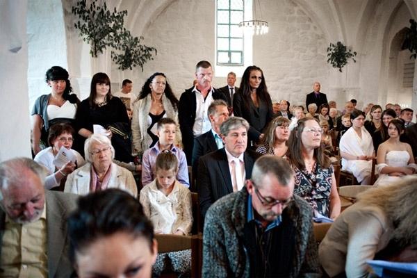 Cuối tuần, Bonnie vẫn đưa các con đi nhà thờ cầu nguyện như bao người bình thường.