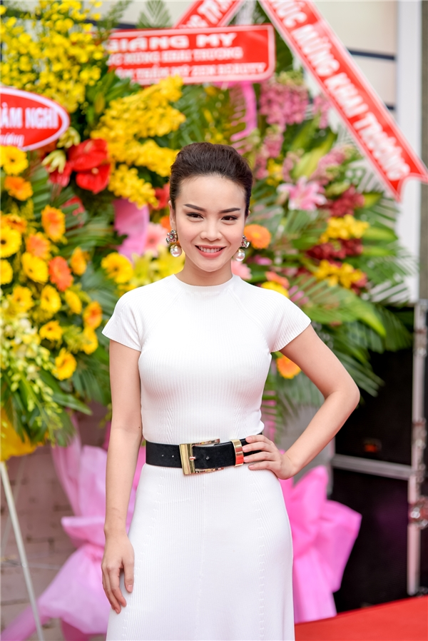 Cô là một trong những nữ nghệ sĩđa năng của showbiz khi vừa ca hát, vừa làm MC, đóng phim. Hiện tại, Yến Trang cùng em gái Yến Nhi đang tập trung cho công việc kinh doanh thời trang.