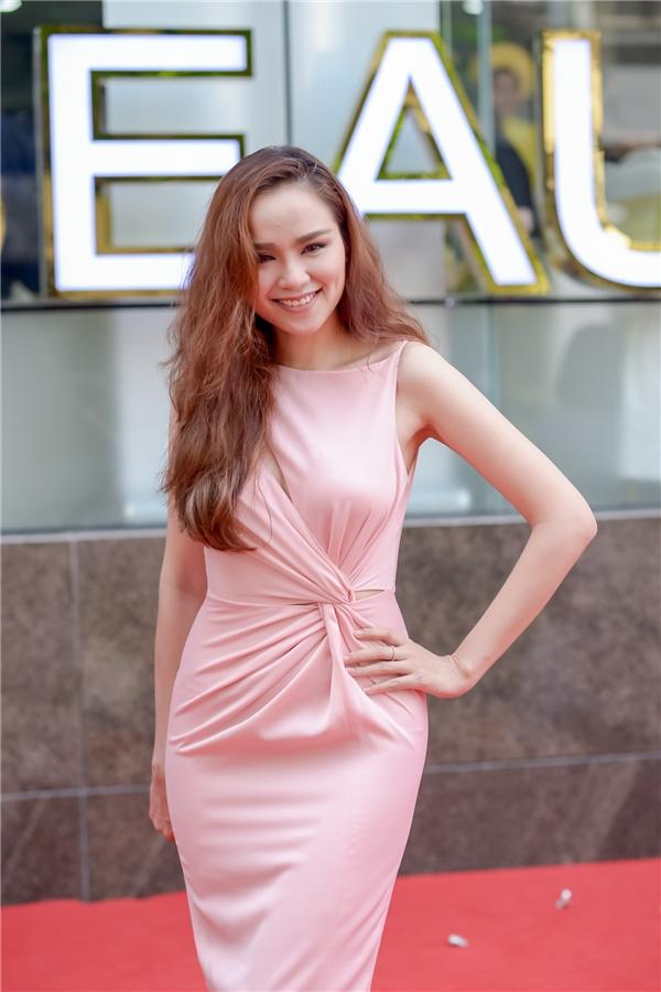 Hiện tại, Diễm Hương dành thời gian nhiều cho tổ ấm nhỏ của mình. Cô khá bình lặng trong showbiz và tập trung chăm sóc con trai.