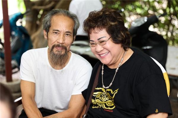 Minh Vượng và diễn viên Chu Hùngngồi chờ làm lễ. - Tin sao Viet - Tin tuc sao Viet - Scandal sao Viet - Tin tuc cua Sao - Tin cua Sao