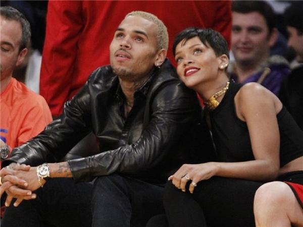 Mặc dù tạo được tiếng vang nhờ sự khác biệt trong làng mẫu nhưng Karrueche Tran chỉ thực sự được truyền thông quan tâm mạnh mẽ khi bước vào mối tình tay ba với Chris Brown và nữ ca sĩ đình đám Rihanna. Cả hai không ít lần lên nói xấu nhau trên mặt báo khiến khán giả cũng không thể phân biệt được thực hư, trắng đen.