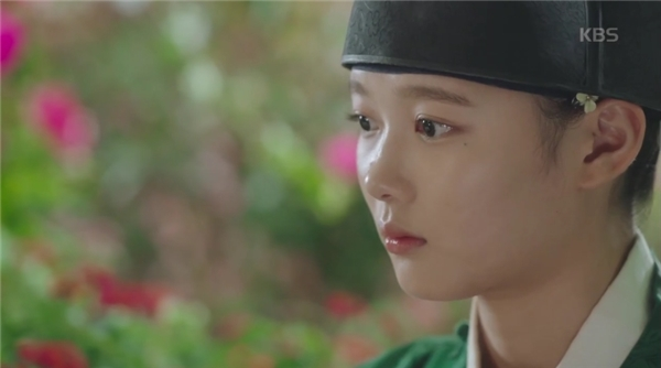"""Cuối cùng, """"tiểu thái giám"""" Kim Yoo Jung cũng có nụ hôn đầu tiên"""