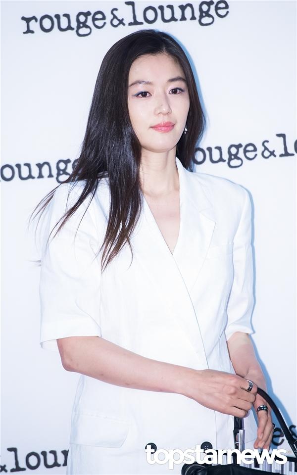 """Cùng với Jun Ji Hyun, cặp đôi này dự đoán sẽ khiến màn ảnh Hàn """"chao đảo"""" trong thời gian tới"""