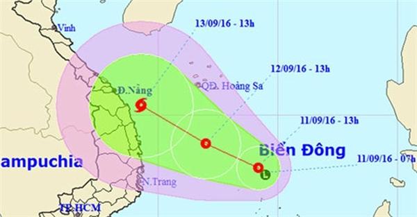 Dự kiến áp thấp nhiệt đới sẽ di chuyển theo hướng tây tây bắc với vận tốc 10 – 15 km/giờ và có khả năng mạnh lên thành bão số 4 vàtiếp tục di chuyển theo hướng tây tây bắc dọc các tỉnh từ Quảng Ngãi lên Quảng Bình