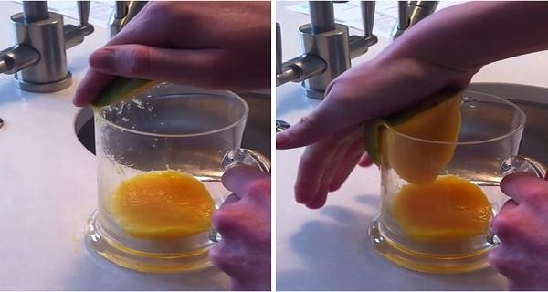 """Để lấy được phần ruột xoài, bạn không cần phải dùng đến dao mà chỉ cần cà miếng xoàivào thành ly là ruột sẽ tự động """"chui"""" ra ngay."""