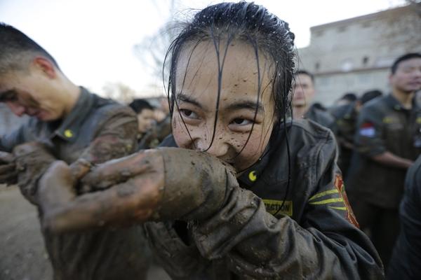 Nữ vệ sĩ - nghề hái ra tiền trong máu và nước mắt