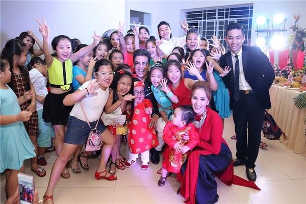 """Với mục tiêu và sứ mệnh là truyền đạt cho các thế hệ tài năng nối tiếp các kiến thức chuyên môn trong từng bộ môn, chia sẻ kinh nghiệm kinh nghiệm cùngđạo đức nghề nghiệp, Khánh Thi đã dành rất nhiều tâm huyếttrong việc đào tạo những lớp tài năng """"nhí"""" cho nền nghệ thuật của Việt Nam. - Tin sao Viet - Tin tuc sao Viet - Scandal sao Viet - Tin tuc cua Sao - Tin cua Sao"""