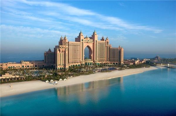 Được xây dựng trên hòn đảo nhân tạo hình cây cọ ở Dubai, khách sạn hạng sang Atlantis được cho là điểm đến lý tưởng của giới nhà giàu với giá phòng lên đến hàng chục nghìn USD mỗi đêm.(Ảnh: Internet)