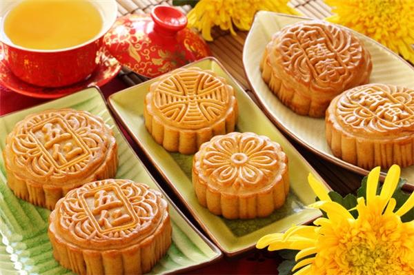 Người Trung Quốc thường ăn bánh Trung Thu vào ngày rằm tháng 8.