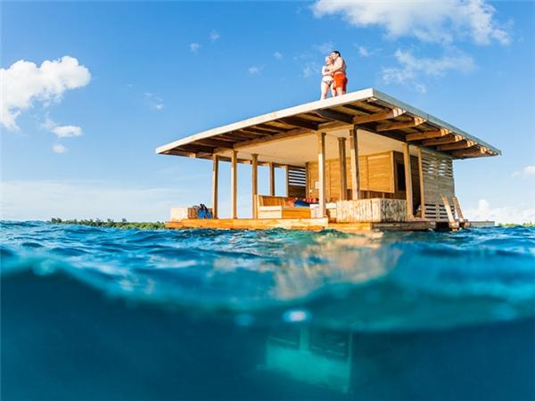 Năm 2013, Manta Resort đã mở một phòng khách sạn nổi có 4m ngập nước.(Ảnh: Internet)