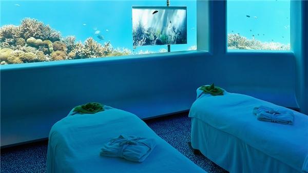 Có vẻ như các khách sạn, resort ở Maldives rất chuộng những căn phòng nằm trong lòng đại dương khi Per Aquum Huvafen Fushi là khu nghỉ dưỡng thứ baáp dụng mô hình này.(Ảnh: Internet)