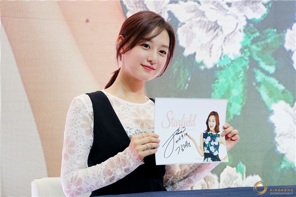 Bị chê lên cân, trung úy Kim Ji Won vẫn xinh đẹp, đáng yêu hết cỡ