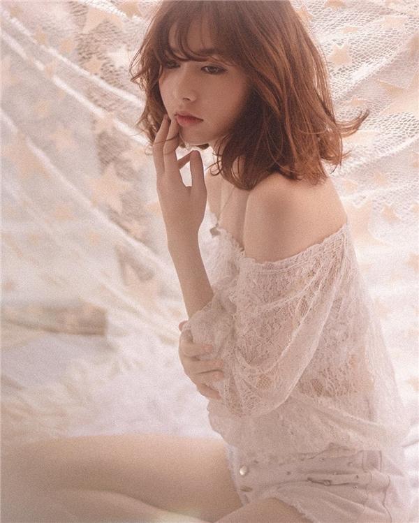 Sự thay đổi trong phong cách của cô nàng khiến nhiều người vô cùng thích thú. (Ảnh: Internet)