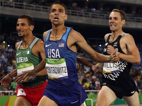 Nhà vô địch Olympic nội dung 1.500 mét, Matthew Centrowitz (giữa).