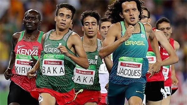 Sốc: VĐV khuyết tật chạy nhanh hơn cả nhà vô địch Olympic